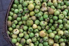 Πράσινα μήλα στην οργανική παραδοσιακή αγορά τροφίμων του τροπικού νησιού του Μπαλί, Ινδονησία Αγορά Sukawati Μήλα Στοκ εικόνες με δικαίωμα ελεύθερης χρήσης