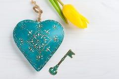 Πράσινα μπλε καρδιά και κλειδί Στοκ Εικόνες