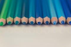 Πράσινα, μπλε μολύβια χρώματος Στοκ Εικόνες