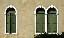 Πράσινα παράθυρα στη Βενετία Στοκ φωτογραφίες με δικαίωμα ελεύθερης χρήσης