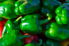 Πράσινα πιπέρια κουδουνιών, φυσικό υπόβαθρο Στοκ Φωτογραφίες