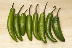 Πράσινα πιπέρια τσίλι στον υπόλοιπο κόσμο Στοκ φωτογραφίες με δικαίωμα ελεύθερης χρήσης