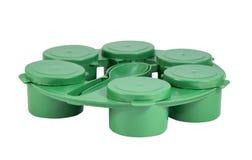 Πράσινα πλαστικά κοινά κιβώτια που τίθενται με το ψαλίδισμα της πορείας Στοκ Εικόνα