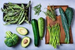 Πράσινα υγιή μαγειρεύοντας συστατικά, καθαρή κατανάλωση, χορτοφάγος prot στοκ εικόνα με δικαίωμα ελεύθερης χρήσης