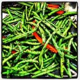 Πράσινα φασόλια και κόκκινα πιπέρια στοκ φωτογραφίες