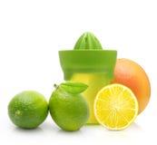Πράσινα χειρωνακτικά juicer και εσπεριδοειδές Στοκ φωτογραφίες με δικαίωμα ελεύθερης χρήσης