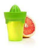Πράσινα χειρωνακτικά juicer και εσπεριδοειδές Στοκ εικόνα με δικαίωμα ελεύθερης χρήσης