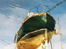 Πράσινες αντανακλάσεις βαρκών Στοκ εικόνες με δικαίωμα ελεύθερης χρήσης