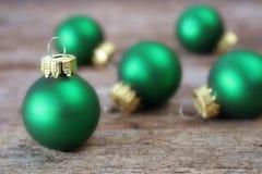πράσινες διακοσμήσεις Χριστουγέννων Στοκ φωτογραφία με δικαίωμα ελεύθερης χρήσης