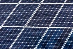 Πράσινες επιτροπές ηλιακής ενέργειας Στοκ φωτογραφία με δικαίωμα ελεύθερης χρήσης