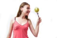πράσινες ευτυχείς όμορφες νεολαίες κοριτσιών μήλων Στοκ φωτογραφίες με δικαίωμα ελεύθερης χρήσης