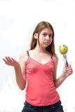 πράσινες ευτυχείς όμορφες νεολαίες κοριτσιών μήλων Στοκ Εικόνες