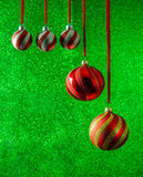 Πράσινες διακοσμήσεις διακοπών υποβάθρου Χριστουγέννων ακτινοβολώντας Στοκ φωτογραφία με δικαίωμα ελεύθερης χρήσης
