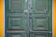 Πράσινες διπλές πόρτες Στοκ φωτογραφία με δικαίωμα ελεύθερης χρήσης