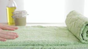 Πράσινες κυλημένες πετσέτες φιλμ μικρού μήκους