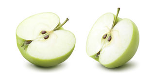 2 πράσινες μισές επιλογές μήλων που απομονώνονται στο άσπρο υπόβαθρο Στοκ Φωτογραφία