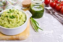Πράσινες πολτοποιηίδες πατάτες στοκ φωτογραφία
