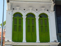 Πράσινες πόρτες σε Chinatown σε Melaka, Μαλαισία Στοκ εικόνα με δικαίωμα ελεύθερης χρήσης