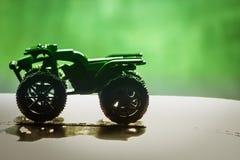 Πράσινες ρόδες ελαστικών αυτοκινήτου σκιών υποβάθρου ποδηλάτων αυτοκινήτων Στοκ Φωτογραφία