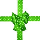 Πράσινες τόξο και κορδέλλα τα άσπρα σημεία Πόλκα που γίνονται με από το μετάξι Στοκ εικόνες με δικαίωμα ελεύθερης χρήσης