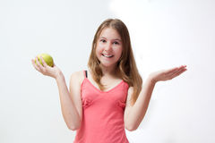 πράσινες όμορφες νεολαίες κοριτσιών μήλων Στοκ φωτογραφία με δικαίωμα ελεύθερης χρήσης