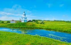 Πράσινες όχθεις του ποταμού Kamenka, Σούζνταλ Στοκ Εικόνες