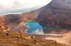 Πράσινη λίμνη στο στόμα του ηφαιστείου Gorely στοκ φωτογραφίες με δικαίωμα ελεύθερης χρήσης