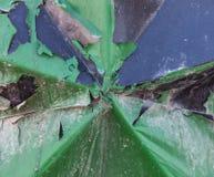 Πράσινη αποφλοίωση χρωμάτων των καμμμένων WI υποβάθρου μετάλλων βρώμικων αφηρημένων Στοκ Εικόνες