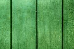 Πράσινη αφηρημένη σύσταση υποβάθρου ξύλινο με τις παράλληλες σανίδες με τα χάσματα στοκ εικόνα με δικαίωμα ελεύθερης χρήσης