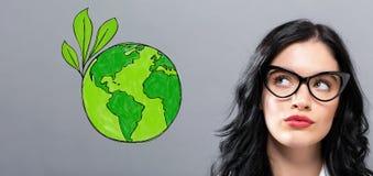 Πράσινη γη με τη νέα επιχειρηματία Στοκ Εικόνες