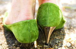 πράσινη γυναίκα παπουτσιώ&n στοκ φωτογραφία