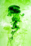 Πράσινη διασκόρπιση μελανιού στο ύδωρ Στοκ εικόνα με δικαίωμα ελεύθερης χρήσης