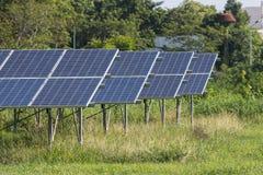 Πράσινη ενέργεια από το φως ήλιων ηλιακών κυττάρων Στοκ Εικόνα