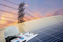 Πράσινη ενεργειακή έννοια, σταθμός ηλεκτρικής ενέργειας Οι μηχανικοί υπολογίζουν το κόστος στοκ εικόνες