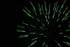 Πράσινη ενιαία έκρηξη πυροτεχνημάτων Στοκ εικόνα με δικαίωμα ελεύθερης χρήσης