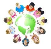 Πράσινη εύθυμη έννοια παγκόσμιων παιδιών Στοκ φωτογραφίες με δικαίωμα ελεύθερης χρήσης