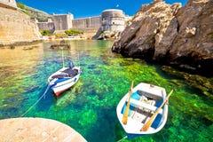 Πράσινη θάλασσα κάτω από την άποψη τοίχων πόλεων Dubrovnik Στοκ Φωτογραφίες