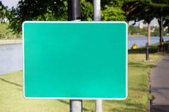 Πράσινη κενή ετικέτα στο πάρκο Στοκ εικόνα με δικαίωμα ελεύθερης χρήσης