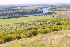 Πράσινη κοιλάδα ποταμών Στοκ φωτογραφία με δικαίωμα ελεύθερης χρήσης