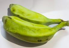 Πράσινη μπανάνα με το άσπρο υπόβαθρο στοκ φωτογραφίες με δικαίωμα ελεύθερης χρήσης