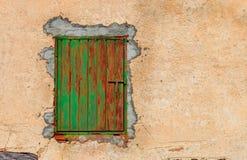 Πράσινη ξύλινη πόρτα Στοκ εικόνα με δικαίωμα ελεύθερης χρήσης