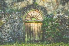 Πράσινη ξύλινη πόρτα στοκ φωτογραφία με δικαίωμα ελεύθερης χρήσης
