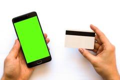 Πράσινη οθόνη για βασικό Smartphone χρώματος με τη σε απευθείας σύνδεση πλαστική κάρτα πληρωμών οριζόντιο πρότυπο Στοκ Εικόνες