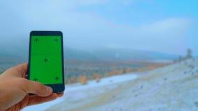 Πράσινη οθόνη smartphone για την καταδίωξη και το κλείδωμα απόθεμα βίντεο