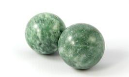 πράσινη πέτρα δύο σφαιρών Στοκ φωτογραφία με δικαίωμα ελεύθερης χρήσης