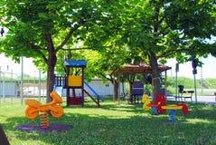 πράσινη παιδική χαρά κατσικιών Στοκ εικόνες με δικαίωμα ελεύθερης χρήσης