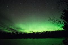 Πράσινη πυράκτωση - αυγή Borealis Στοκ Φωτογραφία