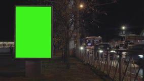 Πράσινη πόλη οθόνης πινάκων διαφημίσεων nieht timelapse απόθεμα βίντεο