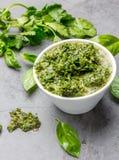 Πράσινη σάλτσα βασιλικού μαϊντανού chimichurri Στοκ Φωτογραφία