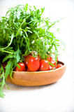 Πράσινη σαλάτα και κόκκινη ντομάτα ακατέργαστες Στοκ φωτογραφίες με δικαίωμα ελεύθερης χρήσης